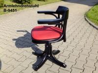 Bugholz-Armlehndrehstuhl B-9451 im Thonet-Stil